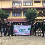 Pengurus HMPS PPKn UNCP melakukan foto bersama dalam kegiatan gerakan 1000 masker gratis untuk masyarakat, Palopo, Minggu (27/7/21).