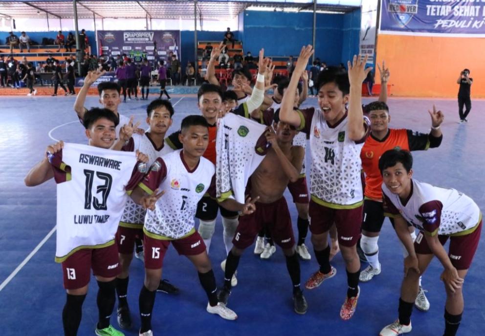 Selebrasi Tim Futsal Praporprov Kabupaten Luwu Timur usai memenangkan laga Derby Luwu raya atas Tim futsal praporprov kota Palopo dengan skor 4-3.