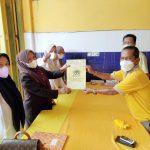 Anggota DPRD, Heryanti Harun didampingi Srikandi golkar Luwu timur pada penyerahan formulir pendaftaran calon ketua DPD II partai golkar Luwu timur.